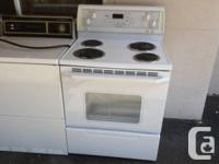 Great condition white stove, whirlpool, clean and works