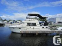 1984 Carver 3207 Aft in excellent condition. Twin 260
