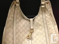 Large and spacious Gucci leather shoulder bag, in