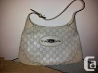 Almost brand new white Gucci leather guccissima purse,