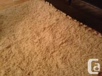 Hand-woven artisan wool rug in excellent condition (1