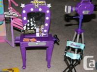 "Hannah Montana ""In Concert Stage"" (needs batteries, but"