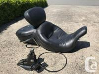 Super comfy OE Harley Touring Seat with driver's