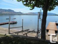 Hewitt Watercraft Lift for Sale -.  * 3 years aged but