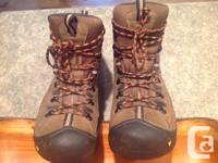 Pair 9.5 Keen hicking boots, worn once but found to be