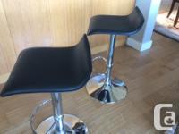 Adjustable Height Swivel Bar stools are comfortable: