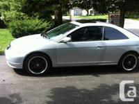 2002 Honda civic si. Standard. 194 000 kms. Body is in