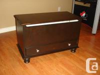 Hope chest/ Toy box Perfect for any bedroom! Solid