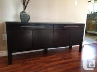 Lightly used black/brown extendable dining table. Leaf