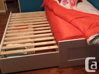White trundle bed with 2 large storage drawers. (A