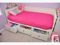 IKEA Hemnes Daybed with trundle and 3 large drawers in