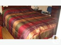 KING SIZE COMFORTER SET This comforter set includes 1