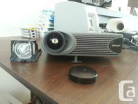 . Projecteur InFocus LP335 ** tel quel **.  Incluant: