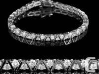 Dégageant attraction et élégance, ce bracelet tennis