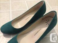 Brand: Isaac Mizrahi. size 8 .Only worn few times. Good