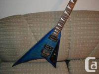 I'm selling my Jackson RR3 Traveling V. It was lately