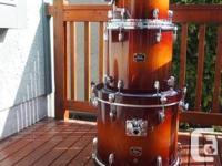 """Yamaha Tour Custom Jazz music Drums. 18"""" X 14"""" Kick."""