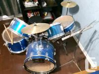 Junior CB Drum set, drum set includes: - Bass (kick)
