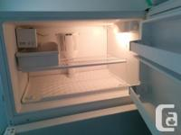 Kenmore Fridge/Freezer with Ice maker. Excellent