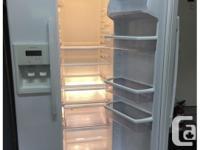 Excellent condition Kenmore fridge/freezer.