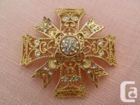 A Gorgeous Vintage Kenneth J Lane KJL Pin Pendant. The