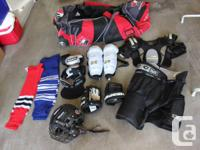 I'm selling a complete set of hockey equipment for kids
