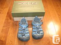 SIZE 8 sandal. Keen Youngsters Newport midnight navy