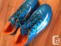 kid's soccer cleats in good used condition. Umbra size
