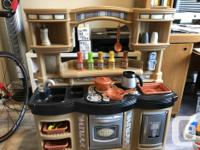 Excellent condition, fully stocked kitchen, with