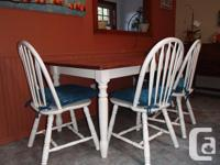 Beautiful kitchen or dinning room table with 4 chairs