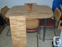 Good, sturdy 2nd hand kitchen table & 4 chairs. Extra