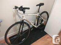 White Kona Dew hybrid bicycle for sale. Had a tune up