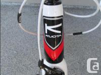 Full carbon frame, seat post and forks. Size 58 cm