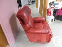 Leather La Z Boy recliner chair in very good working