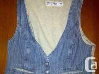 Selling a ten piece womens clothing lot, small size,