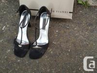 Size 7, hardly worn dressy shoes from Le Chateau and in