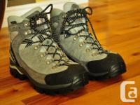 VIBRAM Scarpa ladies' hiking boots size 8, barely used.