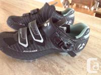 Ladies size 5.5 US, 38.5 EUR Bontrager cycling shoe.