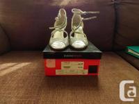 Jeanne Beker lady's shoes BNIB size 8.5 silver color