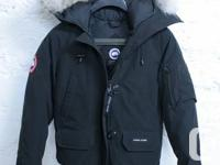 Woman's mid-cut Canada Goose jacket, dimension small.