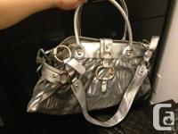 Very large and spacious Guess handbag with shoulder
