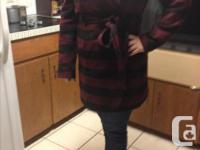 Very flattering hooded winter maternity jacket. Size