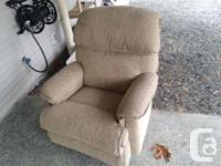 Free Lazy boy recliner large sizeupholstery is perfect