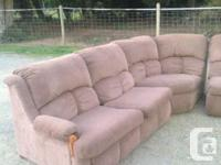 Nice 8' x 9' approximately La-Z-Boy sectional couch.