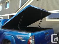 "Im selling my Leer 700 tonneau cover! Its ""speedway"