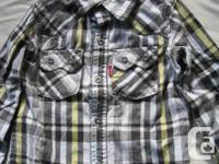 Levi's Plaid Button down shirt Boys Size 3 Blue and