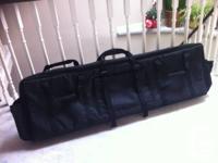 Like new!   Description Polyester deluxe keyboard bag.