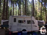 1999 Trail-lite Bantam. Sleeps 6, fridge, stove,