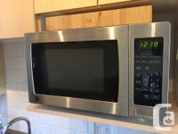 Extremely clean, great quality microwave with various