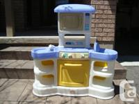 Little Tikes Family Cooking area - Works Great -